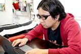 かけるだけで集中力がアップする!? Zoffの「集中メガネ」を使ってみた