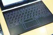 「YOGA BOOK」の「Haloキーボード」はただのスクリーンキーボードじゃない! 将来性にも期待