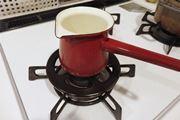 """小さな鍋でもガタつかない! コンロに乗せる""""ミニ五徳""""が便利♪"""