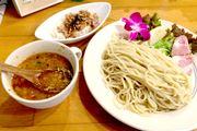 """ハワイアンな「麺屋 Hulu-lu」で食べてわかった。""""金曜日つけ麺""""とカップ麺が意外に似てる?"""