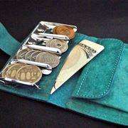 欲しい硬貨がすぐ出せる! 小銭が整列する画期的なコインケース