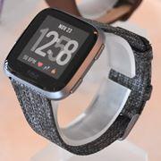 3万円切りスマートウォッチ「Fitbit Versa」! 生理周期の記録も可