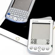 今だから話せる。NTTドコモとPalmが共同開発した「i700」はなぜ発売されなかったのか