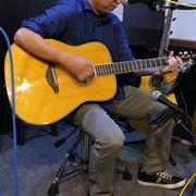 ギターオヤジの愛が加速! ヤマハ「トランスアコースティックギター」が画期的に気持ちイイ