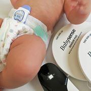 乳幼児突然死症候群の予防にも役立つ!? 「ベビーセンス」と「スヌーザ・ヒーロー」に新米ママ、感動!