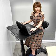 女性コアゲーマーが体験! ゲーム時間が運動時間になる「エクササイズデスク」