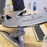「PCなんだぜ。これ」 レノボがスタートレック宇宙船型PCを披露