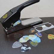 ギターが一番弾きやすいピックはどれ? いろんな素材で作って弾き比べ!