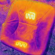 アウトドアで温かく座れるアイテム発見! ヒーター内蔵のチェアカバーでポカポカに!!