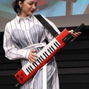 """まさかの""""練習しないで弾ける楽器""""がヤマハから登場!「sonogenic SHS-500」がおもしろい"""
