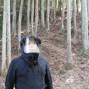 究極の花粉対策!「花粉ブロッカー」をかぶれば杉林もハイキングできる!?