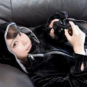 【写真多数】女性ゲーマーが徹底試着! ダメ人間を増殖させる「ゲーミング着る毛布」