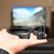 周囲の音も聴けるAfterShokzのテレビ用ワイヤレス骨伝導ヘッドホンはテレワークにも使える万能機だった