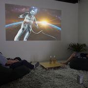 プロジェクターを壁に直接投影するときのポイント! スクリーンなしで手軽にシアター