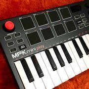 気軽にフィンガードラム入門! AKAIのミニキーボード「MPK Mini Play」を買ってみた
