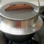 羽釜炊きのごはんがウマすぎる! アウトドア用の「キャンプ羽釜」は家で使っても最高にイイ!!