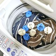 「洗濯ボール」で洗濯物がからまなくなるって本当? 3種類を試してみた