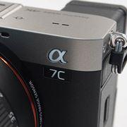 ソニーが小型フルサイズミラーレス「α7C」発表。「α7 III」の性能を小型・軽量ボディに凝縮