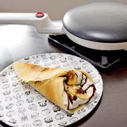 まさかの作り方に驚き! 薄いクレープを簡単に焼ける専用調理器具がすごかった