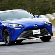 スポーティーな外観に後輪駆動を採用したFCV! トヨタ 新型「ミライ」発売