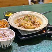 お料理がず〜っとアツアツ! 懐かしの「保温トレイ」は冬の食卓の必需品!