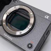 ソニーの小型シネマカメラ「FX3」レビュー&「α7S III」外観比較!