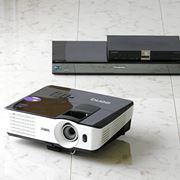 プロジェクターの大画面でテレビ放送を見る方法と注意すべきポイントを解説