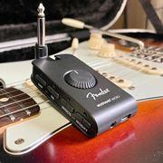 ついにFenderからも出た! 直挿し型のヘッドホンギターアンプ「Mustang Micro」速攻レビュー