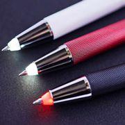 「ギア系文具」が今アツい! 専門家イチオシのライト付きペン&タフネスペン