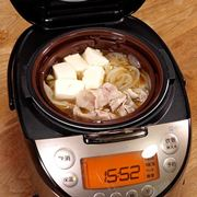 炊飯器で肉豆腐! タイガー「tacook」があるとおかず作りが楽になる【動画】