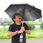 夏の最強装備! 風とミストシャワーが吹き出す進化系「日傘」で猛暑を乗り切ろう