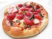 「さくさく石窯 ピザメーカー」で作るイチゴのデザートピッツァ