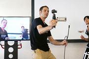 ドローンのカメラと空撮技術を転用! 3軸電動スタビライザー搭載カメラ「Osmo」登場