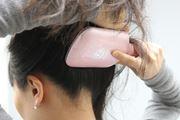 絡んだ髪をスルっとほぐす「音波振動エステブラシ」でロングヘアをきれいにキープ