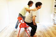 座る手前で空気椅子! 基礎代謝をアップする