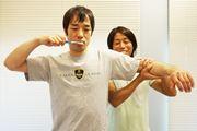 歯磨き中に手足を上げ下げ! 年を取っても動ける体を維持する