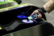 iPhoneが定期券やお財布に! FeliCa対応の「Apple Pay」 日本でスタート