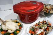鶏もキャベツも丸ごとセット! 6人分が一度に作れる大容量の「ヘルシオ ホットクック」誕生