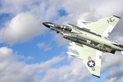できたー! 1/72スケールの「F-4Jファントム�U」と実物戦闘機をコラボ撮影したらすごい達成感だった