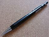 速記用として記者に愛用されてきた、ロングセラーのシャープペン