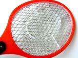 スイングしてハエや蚊を退治!テニスラケットのような殺虫グッズ