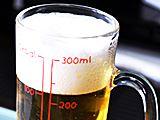 飲みすぎ防止に!ビールのカロリーが一目でわかるジョッキ!