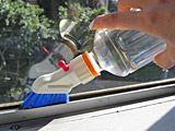 ペットボトルがお掃除用ブラシに変身!いつでもどこでも水洗い!
