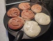 見てにっこり、食べてほっこり。スマイルパンケーキ用フライパン