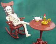 妙に人間臭い。生活感漂う完全可動の骸骨フィギュア