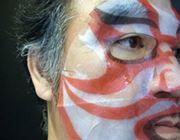 白うるお肌に紅の隈取。話題の「歌舞伎フェイスパック」をトライ