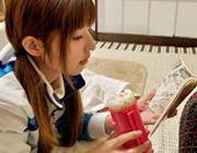 ゲームや読書をしながらスマートにご飯を食べる方法