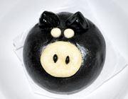 見た目も中身も黒豚。ホカホカおいしい「黒ぶた侍」