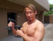 「最強ノ胸筋ヲ」プロレスラーも驚愕の筋トレグッズがこちら