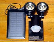 電源不要! ソーラー充電式のLEDセンサーライトで手軽に防犯
